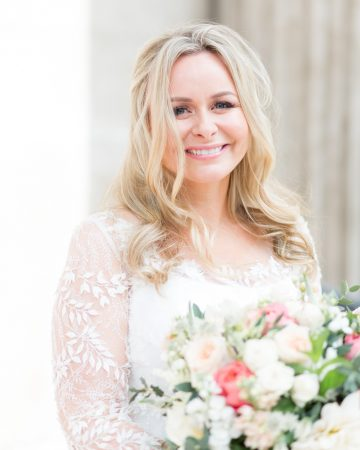 romantic wedding photography- a bride at St. Paul's Cathedral